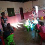 aiutare bambini in Kenya